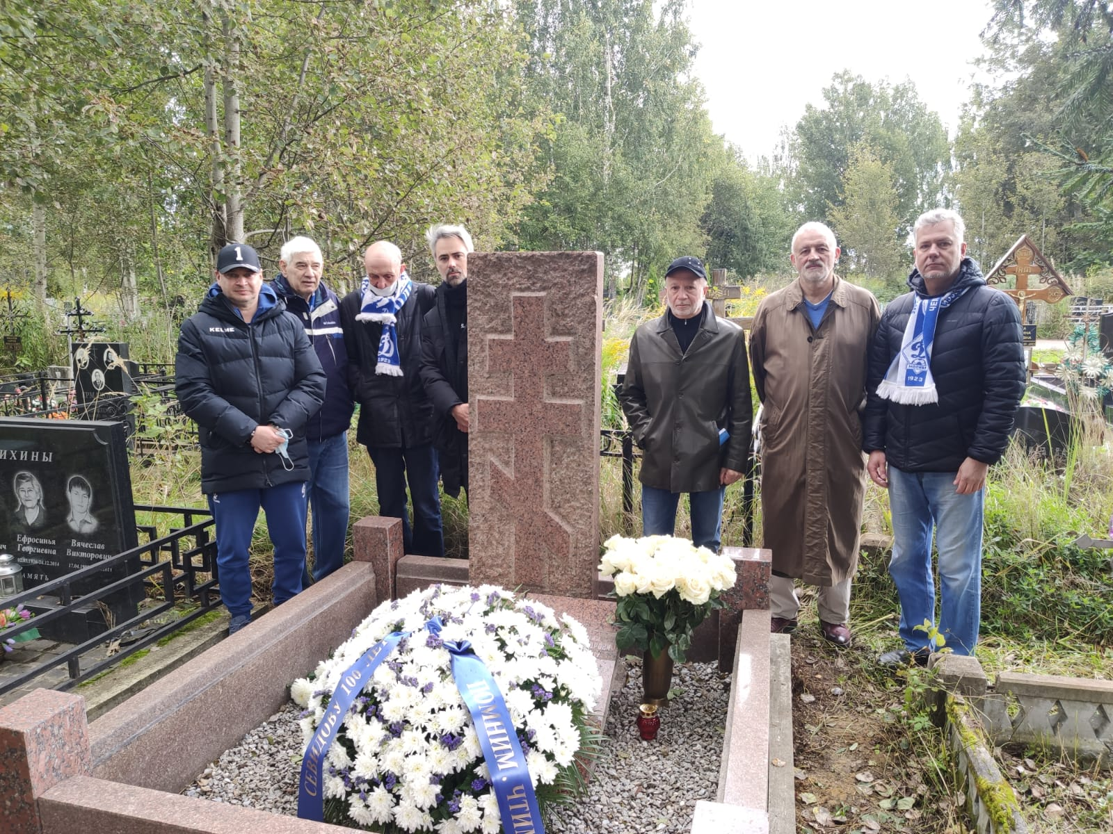 В день 100 летия навестили могилу великого тренера